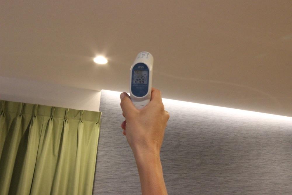 夏の家の中の温度 天井の温度25.3℃